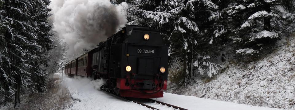 mit Volldampf durch den Schnee